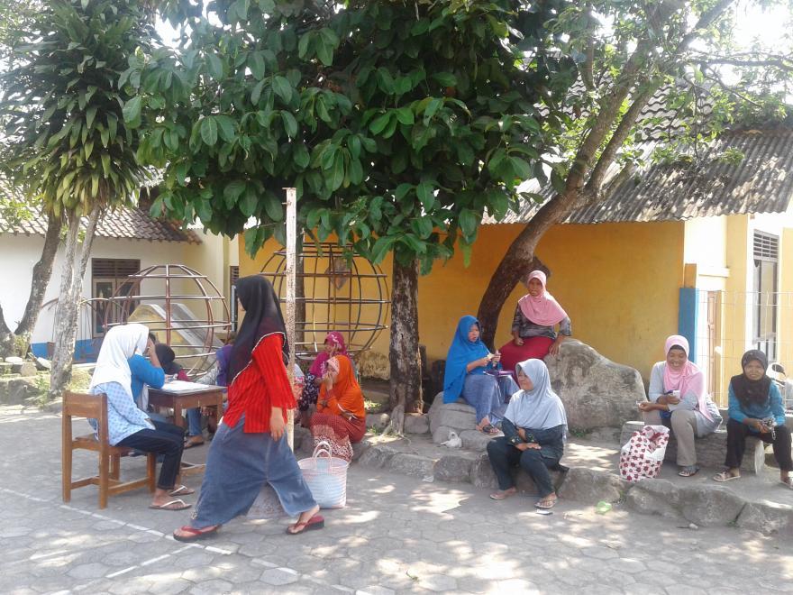 Image : Belajar di Kebun Bersama Keluarga PKH Desa Dukun